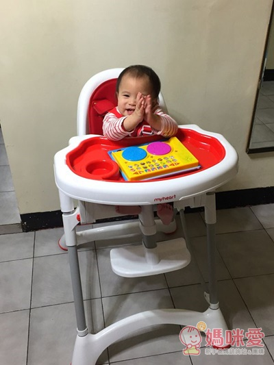 myheart 餐椅已經成為薇薇吃飯、玩樂的專屬餐桌椅囉!