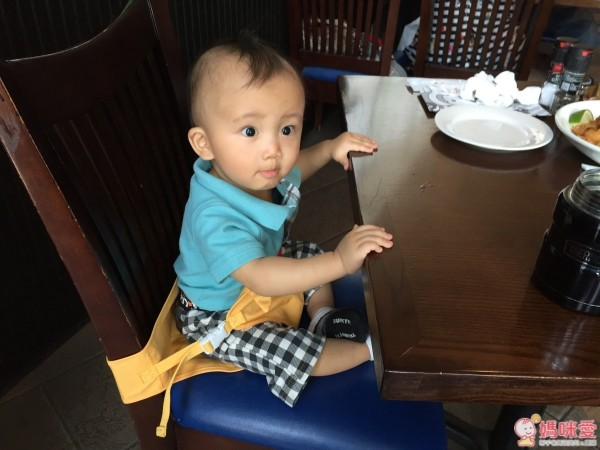韓國 yunimamang 造型攜帶式餐椅