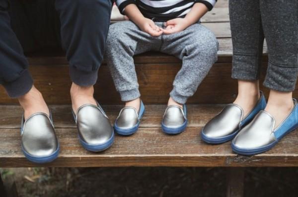 鈦藍色款的休閒鞋感覺好有英倫風喔♥ 因為選用比較柔軟的皮料(還有加麡皮布喔!)整個很有質感,還帶有點正式的感覺,拿來當喜酒穿搭也 OK!