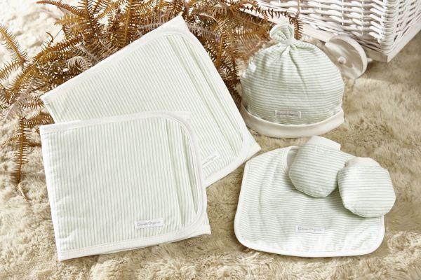 日本combi小月齡童裝 手套 帽子 肚圍
