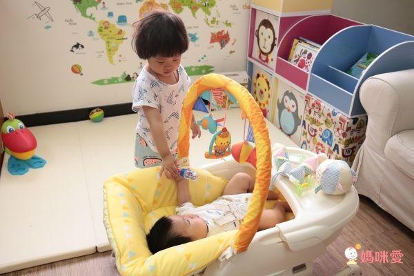 日本Combi Joy EF歡樂馬戲團 安撫餐椅搖床