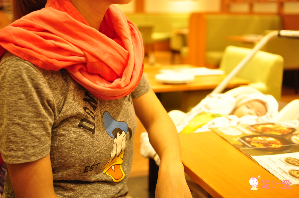 """母乳媽咪首選 ❤ 美國 NUROO 唯美哺乳圍巾 ✕ 三階段成長包巾"""" width="""
