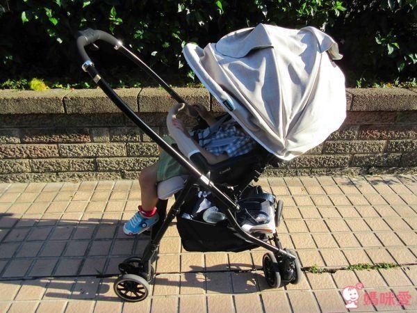 Combi Handy Auto 4 Cas Light 雙向輕量型嬰幼兒手推車