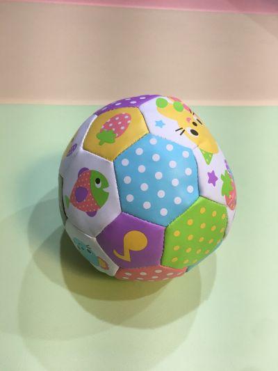 日本 Toyroyal 樂雅 - 寶寶玩耍球-內有鈴鐺聲響-6個月以上 by Vivi
