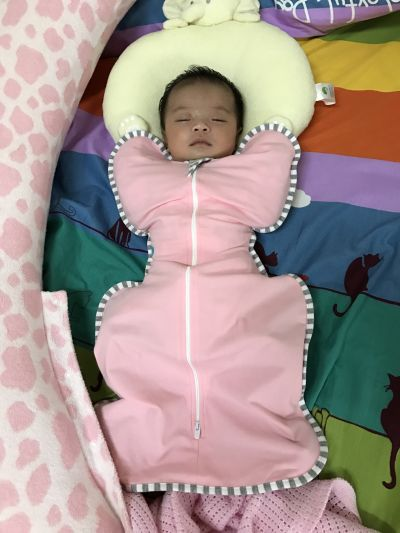 Love to dream - SWADDLE UP 蝶型包巾-灰條紋 by Hime Yeh