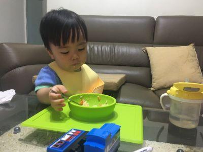 美國 ezpz - 快樂餐盤 Happy Bowl-餐碗-珊瑚紅 (26cm*23cm*3.8cm)-240ml by 傅郡貽
