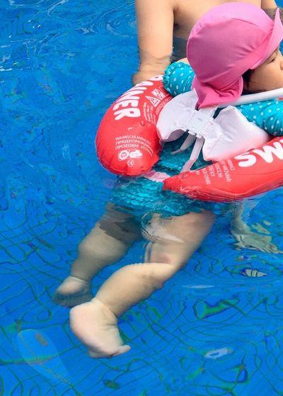 美國 RuffleButts - 半長袖防曬泳衣-粉紅條紋 by Wendy Hu