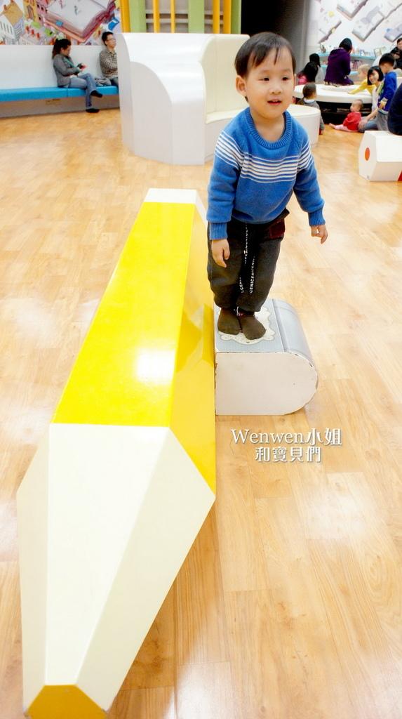 國美館 台中國家美術館藝想號兒童繪本區繪本閱覽室藝想操控臺巨大鉛筆