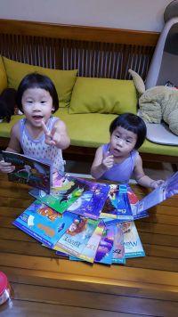 《迪士尼》英文CD有聲書系列 新書加入!3Y以上的寶貝★多達40款經典迪士尼卡通★CD播放讓寶貝快樂吸收英文! by 游莫莫
