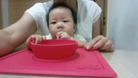 【美國ezpz】快樂餐盤 Happy Mat / Happy Bowl 六個月以上就能用,完美結合餐墊、餐盤!耐溫240度,可微波、高溫消毒,用餐清潔一次完成~ by 馮淑綿