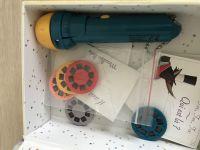 【法國Moulin Roty】故事手電筒 / 桌遊 / 金屬玩具 最棒的說故事玩具!❤ 法國原創,價格親民 ❤ 讓寶貝發揮想像創作故事,在家也能擁有小小電影院! by Chelc