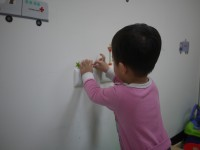 日本丸和童趣居家裝飾 壁貼成長尺 / 壁貼 / 玻璃貼✿可愛插畫風壁貼,讓居家環境更溫馨! by Susan Kuo