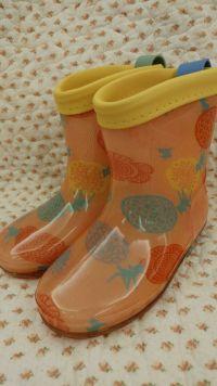超多媽咪五星好評!日本 kukka hippo x 迪士尼聯名小童質感雨具 現貨供應中!小童直傘 / 雨鞋 / 防雨斗篷 / 防水遊戲連身服☛可成套搭配 by Ear Chung