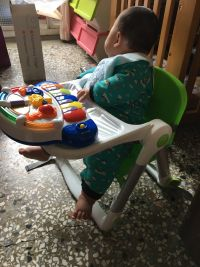 英國 Flippa Apramo 折疊餐椅 馬卡龍新色加入!全新版餐椅,可折疊、安全、不占空間、重量輕、好攜帶! by 何夙敏